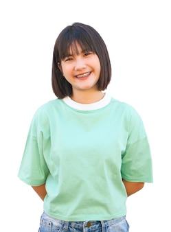 Ragazza asiatica di sorriso del ritratto isolata