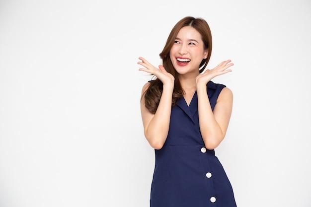 Ritratto donna asiatica che indossa un abito
