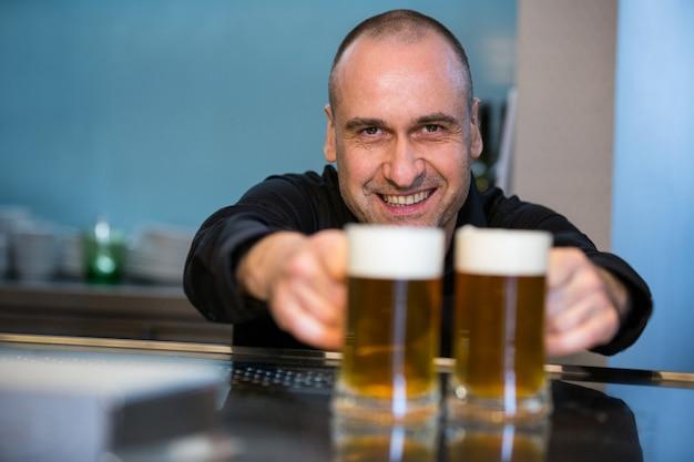Ritratto della birra d'offerta dell'offerta della barra