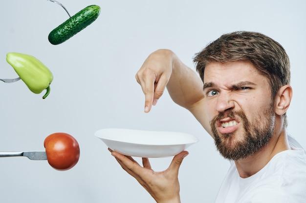 Ritratto di un uomo barbuto con verdure