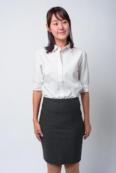Ritratto di bella donna di affari giapponese su bianco