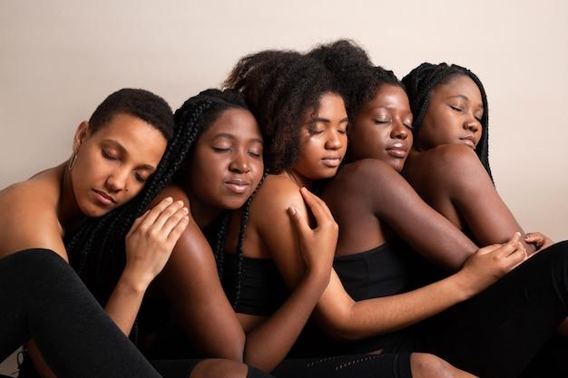 Ritratto di belle giovani donne africane