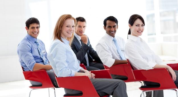 Ritratto di uomini d'affari in una conferenza