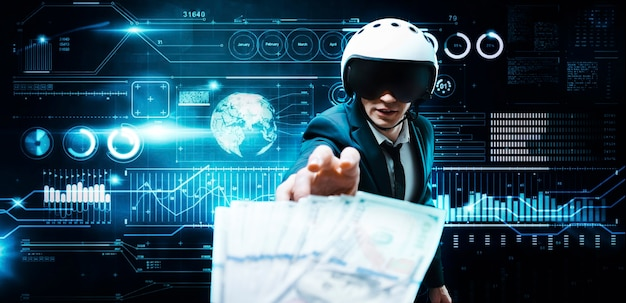 Ritratto di un uomo d'affari in giacca e casco da aviatore. sta cercando di raggiungere un pacchetto di banconote da cento dollari
