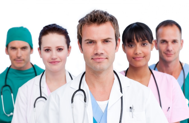 Ritratto di un'équipe medica concentrata