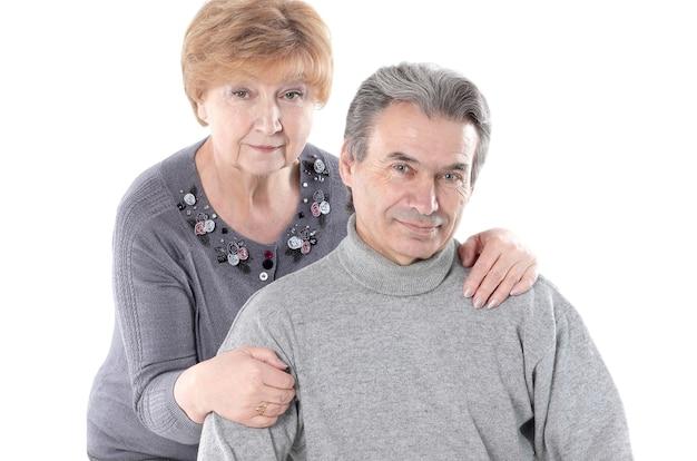 Ritratto di una coppia di anziani carino