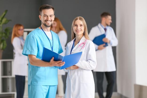 Ritratto di medici in clinica