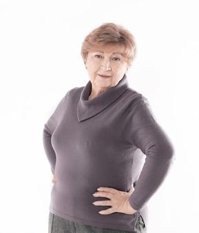 Ritratto di una donna anziana.isolato su sfondo bianco
