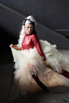 Ritratto di una favolosa drag queen in posa