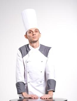 Ritratto del cuoco unico femminile isolato su bianco
