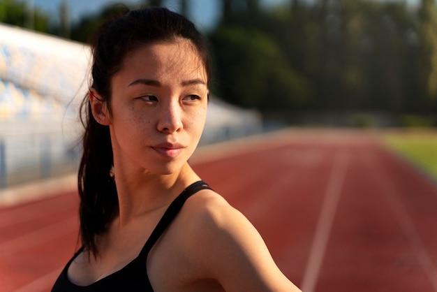 Ritratto di allenamento corridore femminile