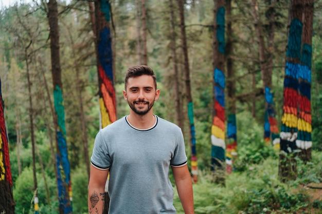Ritratto nella foresta di oma nei paesi baschi