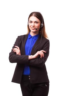 Ritratto di operatore telefonico di supporto allegro sorridente felice in cuffia, isolato sul muro bianco