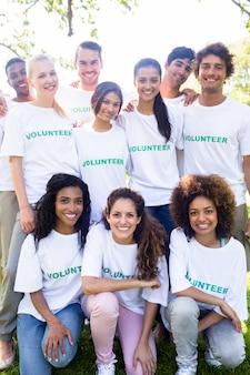 Ritratto di volontari felici