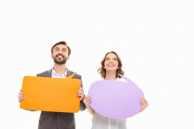 Ritratto di una giovane coppia felice di affari