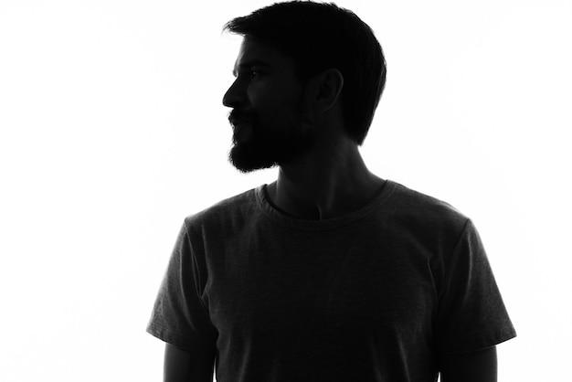 Ritratto di un uomo sagoma scura su una luce ritagliata vista
