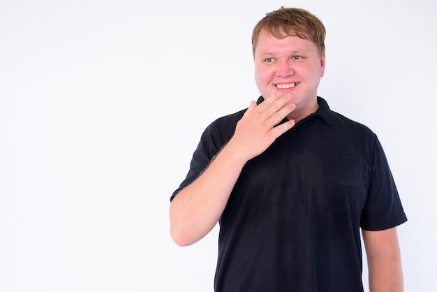 Ritratto di uomo in sovrappeso isolato su bianco