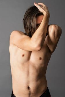 Ritratto di uomo a torso nudo