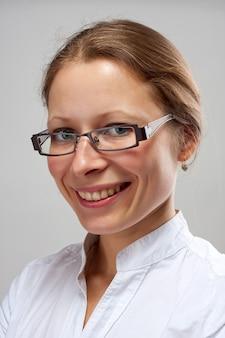 Ritratto di donna sorridente di affari