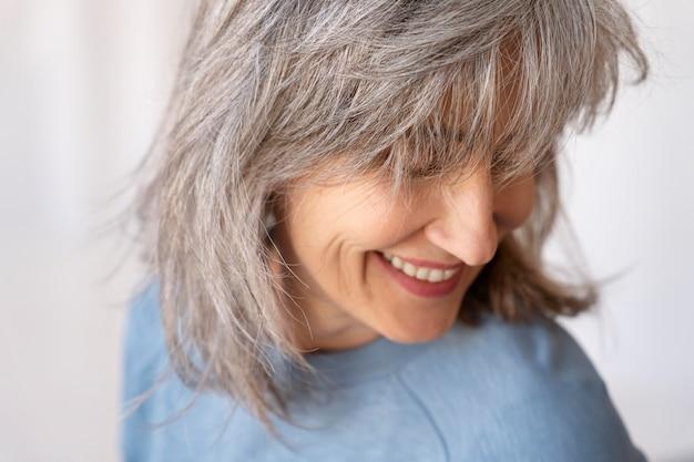 Ritratto di donna anziana sorridente