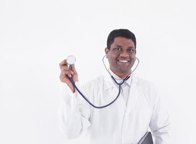 Ritratto di un terapista sorridente.