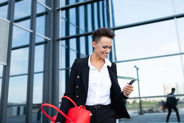 Ritratto di imprenditrice di successo, professionista femminile