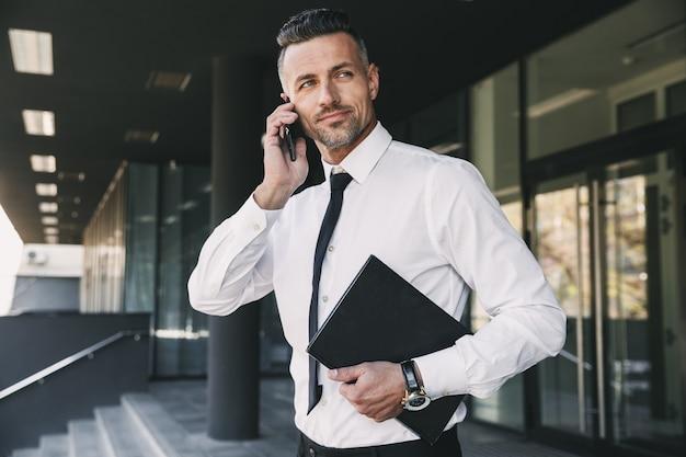 Ritratto di un giovane imprenditore di successo