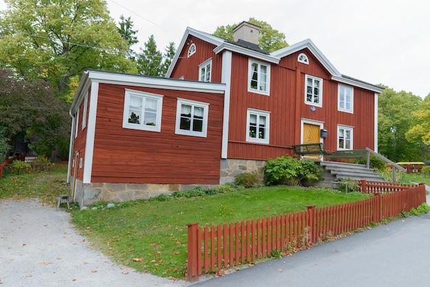 Ritratto della vecchia casa tradizionale della stazione di posta a stoccolma svezia a skansen