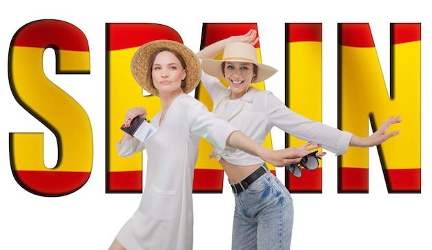 Ritratto di due donne pronte a viaggiare. cartellone con la scritta