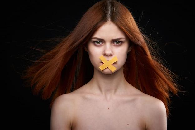 Ritratto di una donna con la bocca chiusa, femminismo, libertà di parola