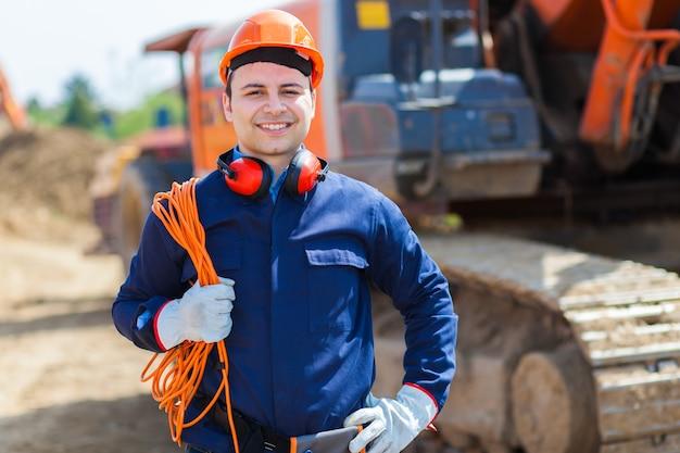 Ritratto del lavoratore in un cantiere