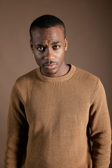 Ritratto giovane uomo africano