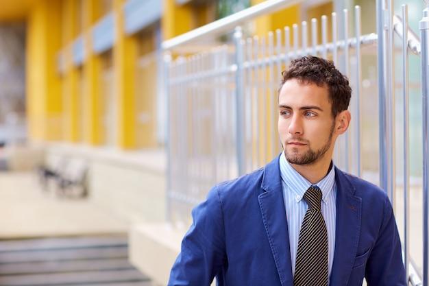 Ritratto di giovane uomo d'affari