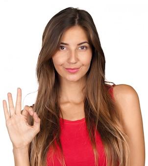 Ritratto di giovane donna sorridente allegra