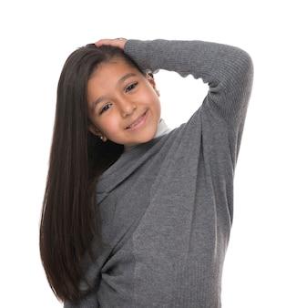 Ritratto di giovane ragazza con bei capelli