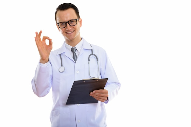 Ritratto di giovane uomo bello medico azienda appunti