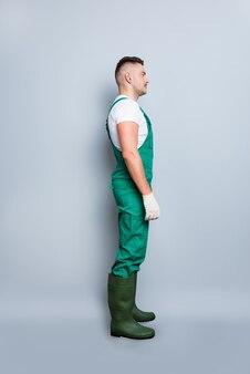 Ritratto di giovane uomo con l'uniforme