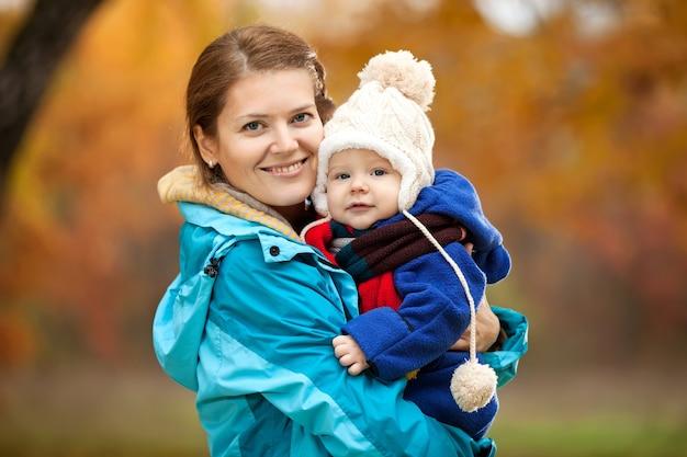 Ritratto di giovane donna e suo figlio bambino
