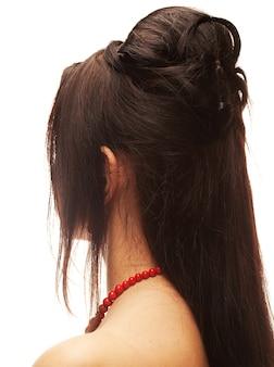 Ritratto di una giovane donna con i capelli lunghi