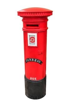 Cassetta postale rossa portoghese isolata su bianco
