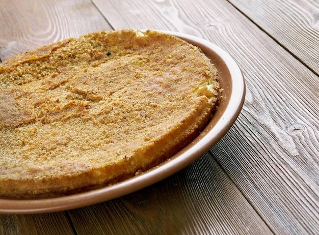 Babka di patate - piatto salato, popolare soprattutto in polonia. a base di patate grattugiate, uova, cipolle