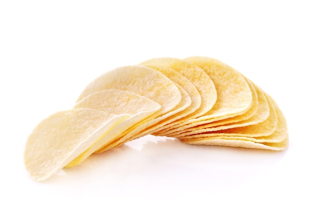 Patatine fritte isolate su sfondo bianco