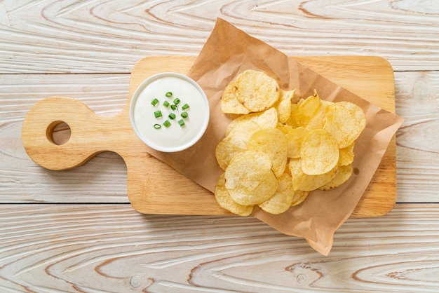 Patatine con salsa di panna acida