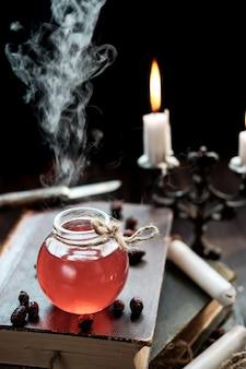 Pozioni e candele su un libro