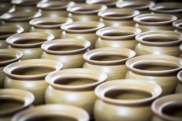 Prodotto in ceramica in fase di produzione