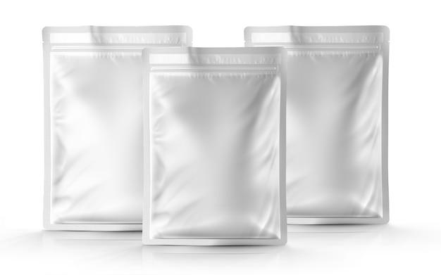 Pouch packaging mockup isolati su sfondo bianco. vista frontale.