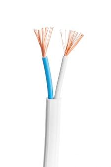 Cavi elettrici elettrici isolati su bianco