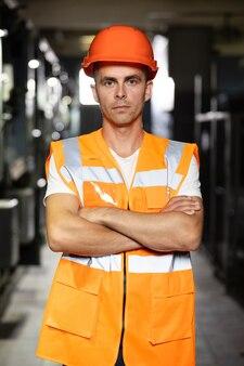 Armadi di macchine per motori a energia elettrica nella rete di stazioni operatore di sala server o di controllo nell'industria