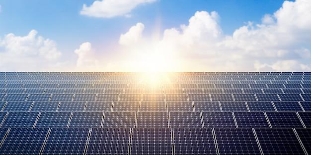 Pannello solare di potenza sul cielo blu