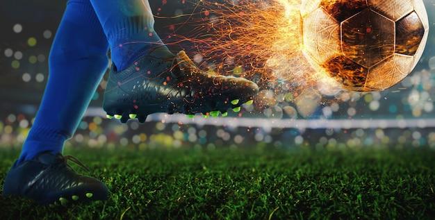 Potente calcio di un calciatore con una palla infuocata